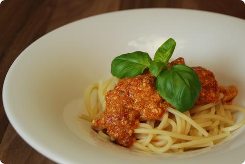 spaghetti mit ricotta tomatensauce chuchitisch. Black Bedroom Furniture Sets. Home Design Ideas