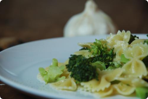 drei knoblauch pasta mit broccoli chuchitisch. Black Bedroom Furniture Sets. Home Design Ideas