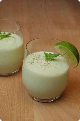 "<a href=""/recipes/606""><img alt=""Titelsschrift"" src=""/system/rectitles/CAPS_Avocado-Buttermilch-Smoothie.png?1406668815"" /></a>"